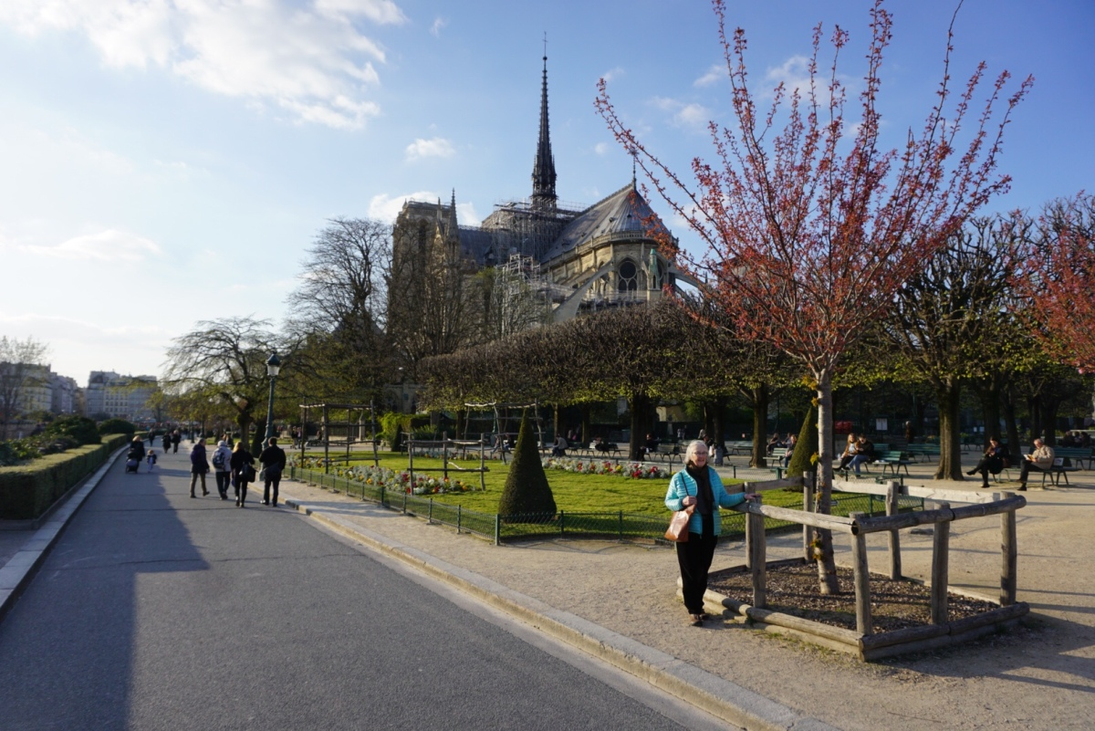 Notre Dame and walking along theSeine